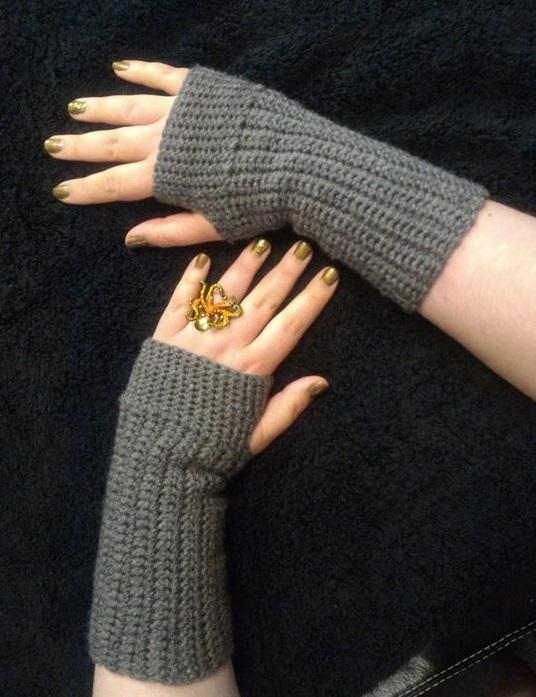 Super Simple Practical And Basic Crochet Fingerless Gloves Pattern
